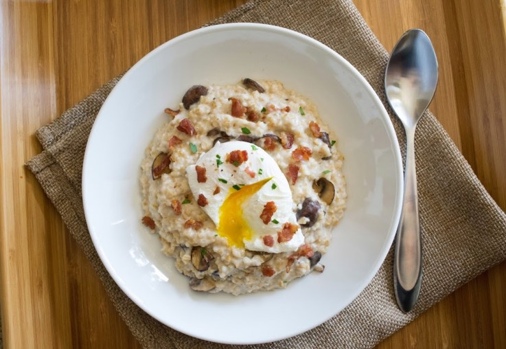 Bacon, egg and mushroom oatmeal is a savory twist on a what is usually a sweet breakfast of oatmeal. If you think that savory ingredients don't belong in oatmeal, I'm here to change your mind.