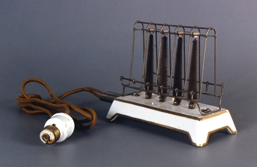 early General Electric antique D12 toaster from from 1909
