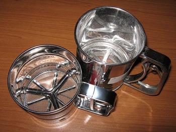 handle-crank-flour-sifters