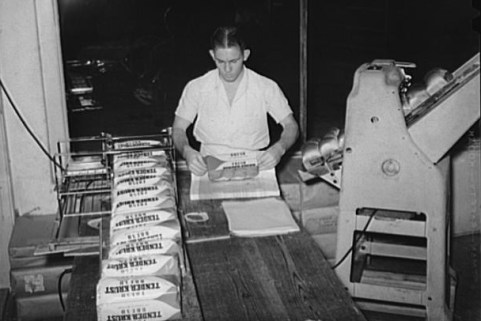 Worker wrapping sliced bread at factory in San Angelo, Texas, 1939