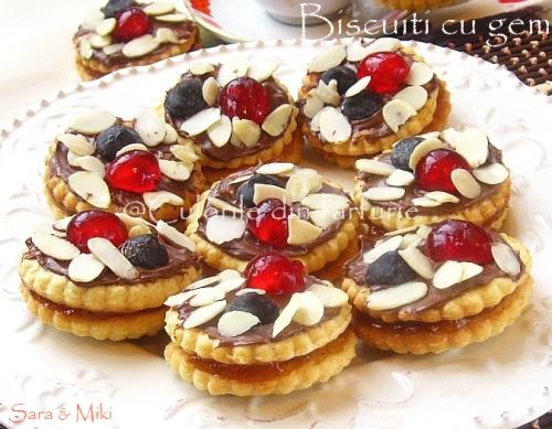 Biscuiti-gem-cirese-glasate-fulgi-de-migdale-2-1