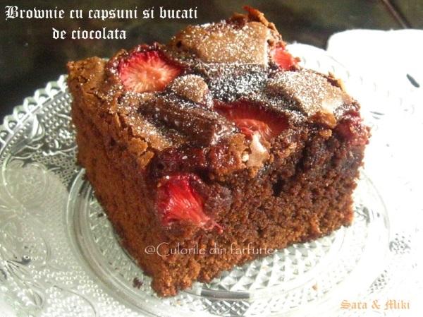 Brownie-cu- capsuni-si-bucati-de-ciocolata-5-1