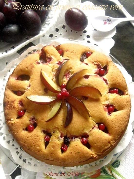 Prajitura-cu-prune-si-coacaze-rosii-2