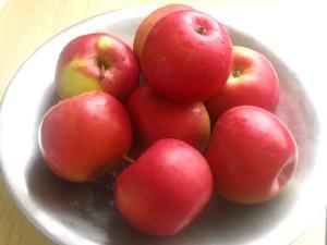 1. Avem nevoie de mere frumoase si sanatoase.