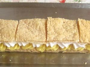 8. Se acopera cu o alta foaie portionata deja.
