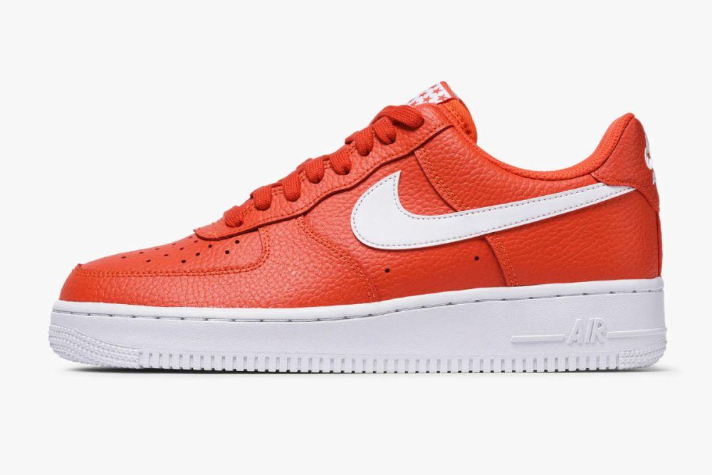 Nike Air Force 1 07 Team Orange