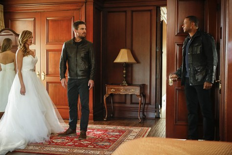 "Arrow -- ""Invasion!"" -- Image AR508b_0250b.jpg -- Pictured (L-R): Katie Cassidy as Laurel Lance, Stephen Amell as Oliver Queen, and David Ramsey as John Diggle -- Photo: Bettina Strauss/The CW -- © 2016 The CW Network, LLC. All Rights Reserved."