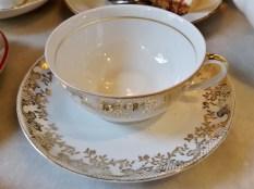 tasse et soucoupe en porcelaine