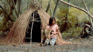 """""""Em Busca da Terra Sem Males"""": observação à moda Ozu dos rituais cotidianos de uma tribo nos arredores do Rio"""