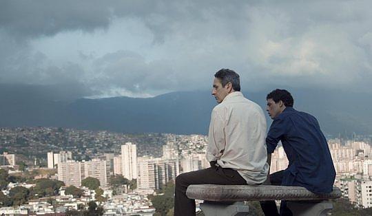 """Leone d'Oro a """"Desde Leone d'Oro al film venezuelano """"Desde Allá"""", di Lorenzo Vigas"""