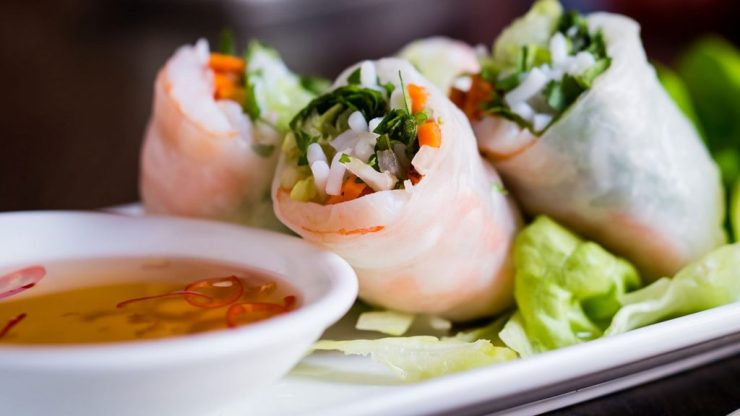 summer rolls with tiger prawns and mooli