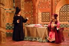 Il Pifferaio chiede di onorare l'accordo, ma il disonesto Sindaco nega di avergli promesso un premio.