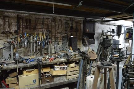 Herramientas con las que se trabaja en el taller en el que hace años llegaron a trabajar unas 14 personas - Fuente propia