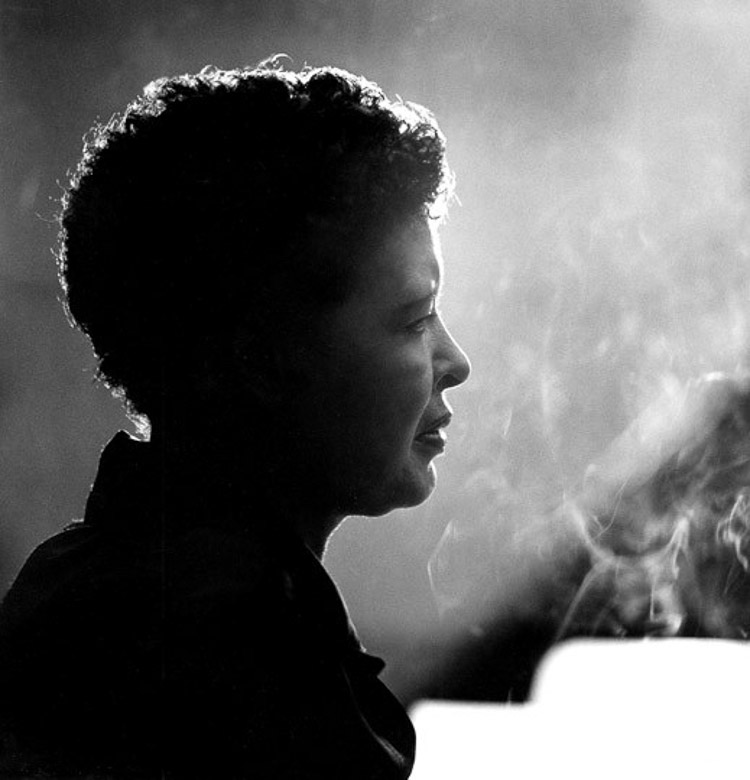 Billy Holiday retratada por Herman Leonard