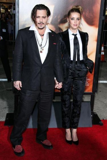 Amber-Heard-at-the-premiere-of-The-Danish-Girl-at-the-Regency-Westwood-Village-Theatre-in-Los-Angeles
