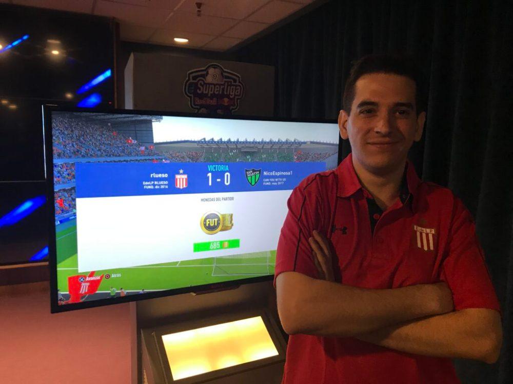 Ramiro Lueso representando a Estudiantes en eSuperliga