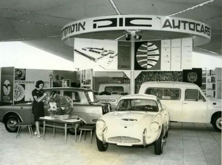 Exhibición de los modelos de Autocars.