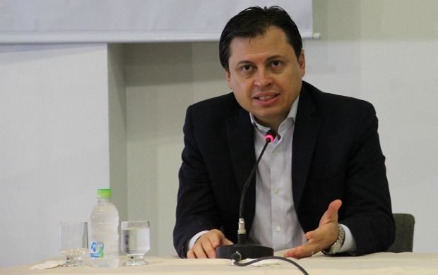 Gerson Camarotti debate documentário no Recife. Foto: Sérgio Rodrigues/ Divulgação