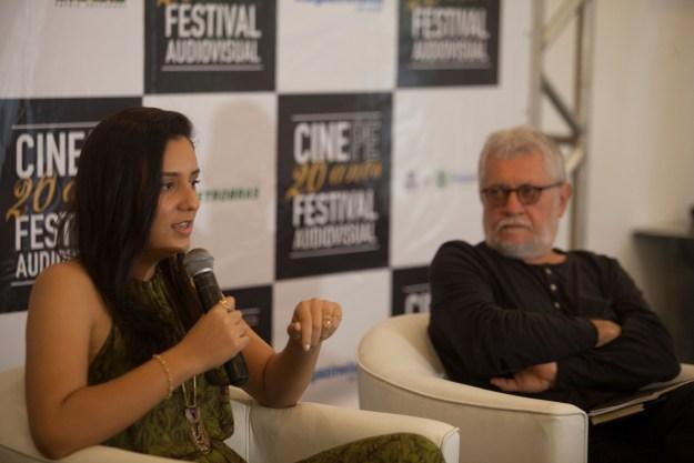 """Tauana Uchôa conversando sobre o filme """"Não tem só mandacaru"""". Foto:Daniela Nader/Divulgação."""