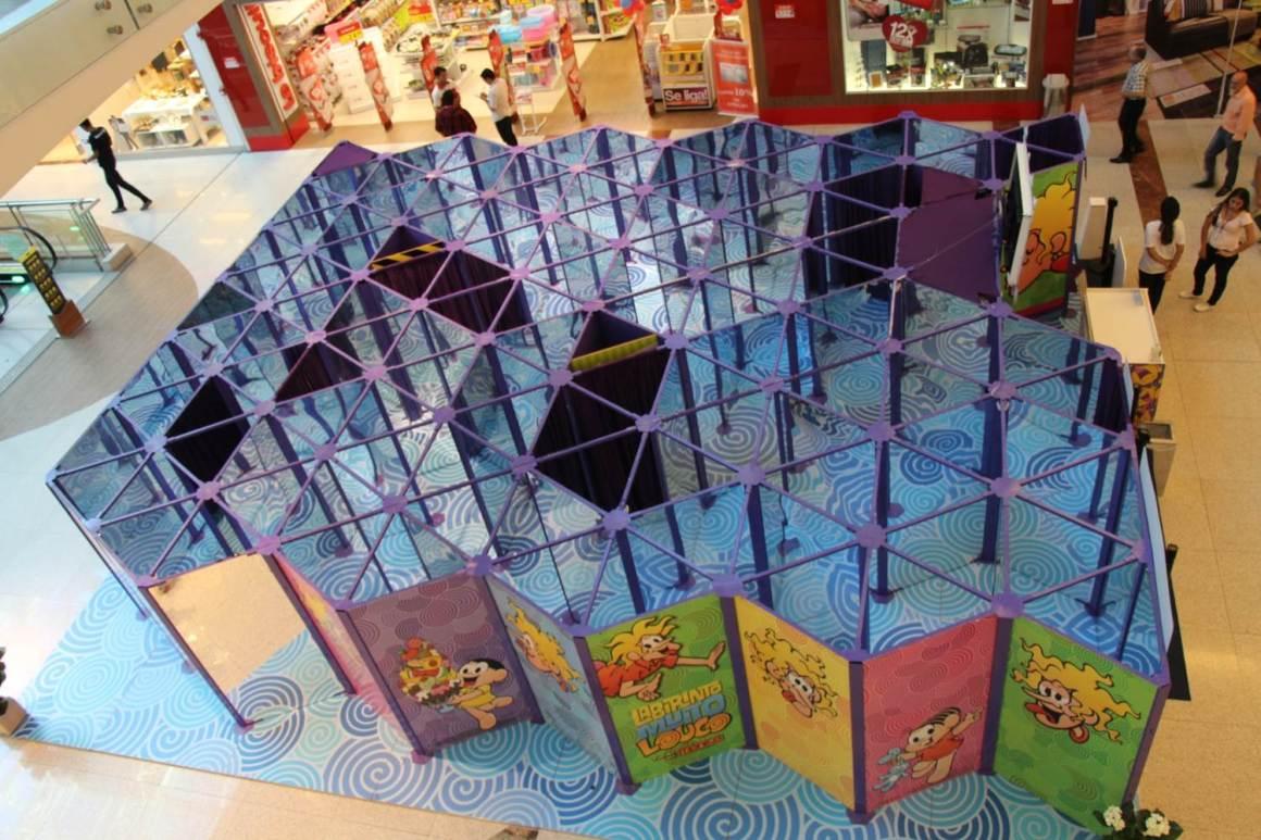 Por dentro o labirinto é repleto de espelhos para deixar a brincadeira mais louca ainda. Foto: Divulgação.