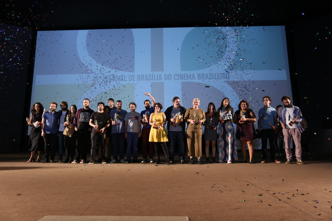 Os grandes premiados do 49º Festival de Brasília de Cinema Brasileiro. Foto: Junior Arago/ Divulgação