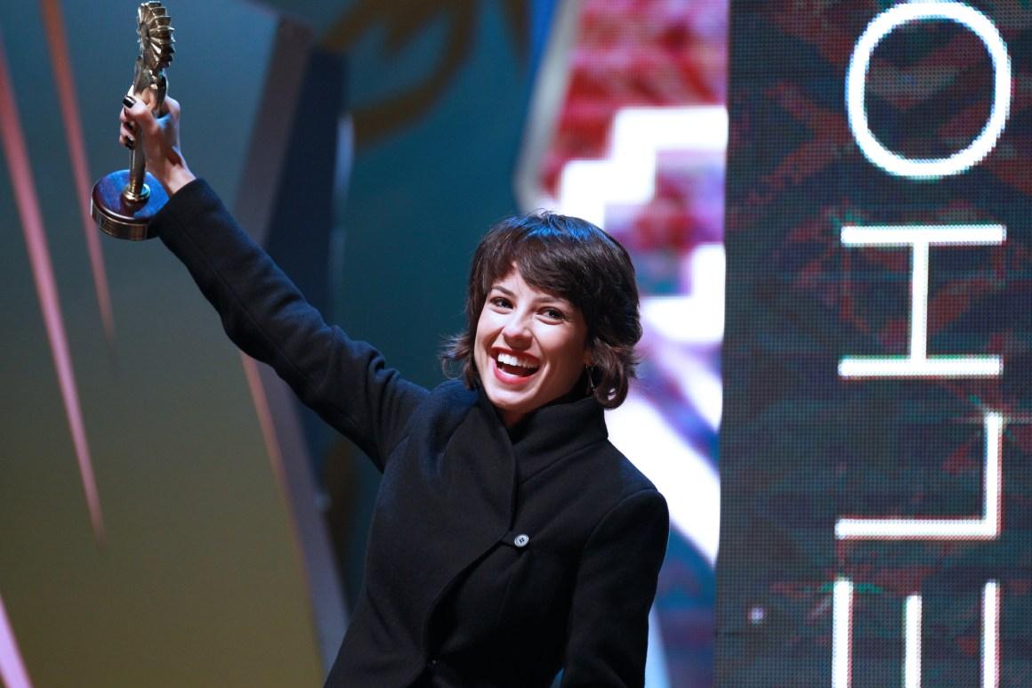A grande vencedora do 44º Festival de Cinema de Gramado, Andreia Horta que levou para casa o Kikito de melhor atriz pelo papel de Elis. Foto: Edison Vara/Pressphoto