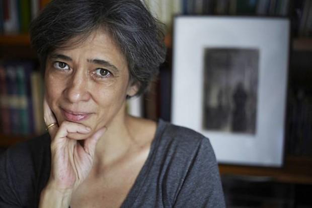 Beatriz Bracher, a grande vencedora da noite que levou o Prêmio de Melhor Romance do Ano pelo livro Anatomia do Paraíso.