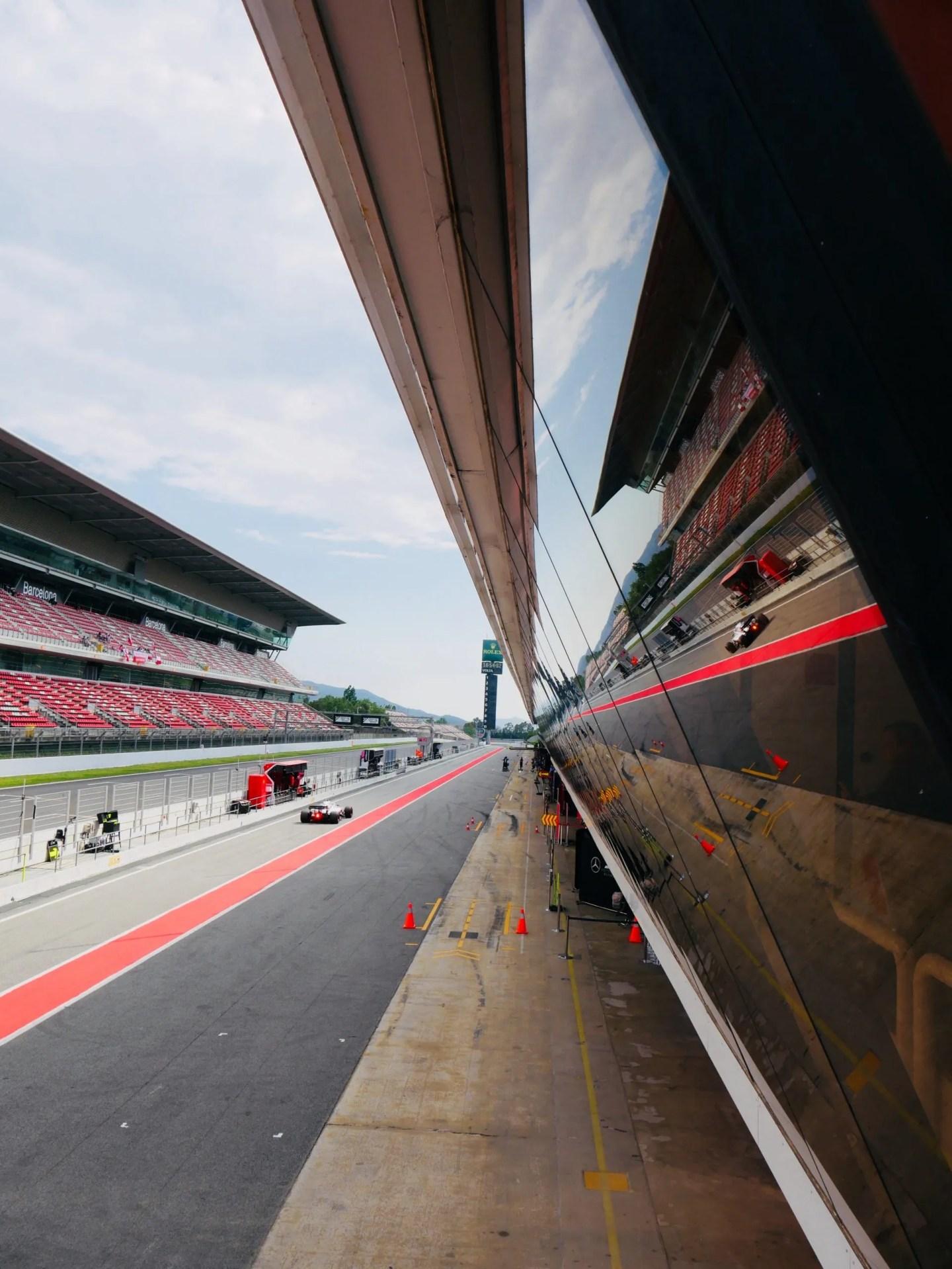 Kubica Williams Martini racing coming into Barcelona f1 pits