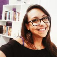 Karoline Oliveira : Escritora, Resenhista, Pauteira e Host