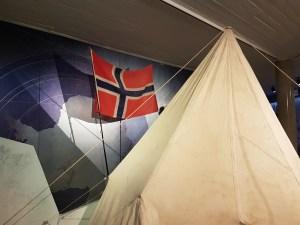 Roald Amundsens telt fra Sydpolenpunktet, er fortsatt et sted der ute. Foto: fra utstillingen, Siri Wolland