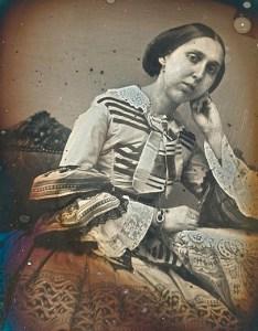 Daguerrotypi av prinsesse Charlotta Eugénie Augusta Amalia Albertina Bernadotte (1830-1889) av Sverige og Norge. Hun var datter av kong Oscar 1. og Josefine av Leuchtenberg. Ukjent fotograf, dato trolig 1845. Prinsesse Eugénie Bernadotte av Nordiska museet. CC BY NC 3.0