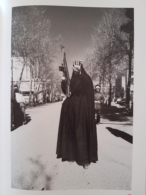 "Fotofestivalen i Arles. ""Iran: Year 38"". Fotograf; Kaveh Kazemi, Untitled, 1979. Foto fra utstillingen: Siri Wolland."