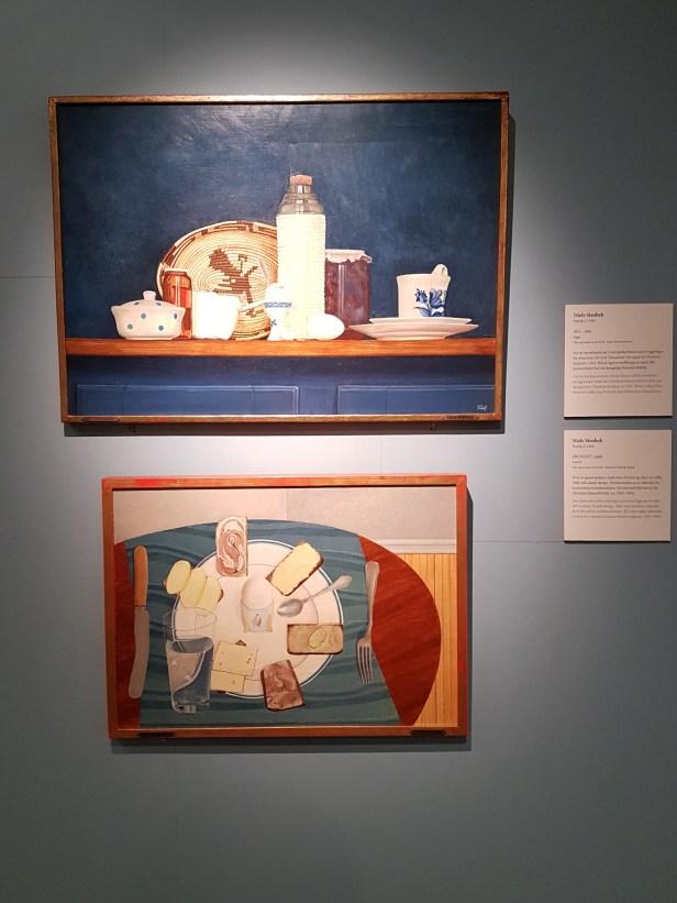 Niels Strøbek (Dansk, 1944) Æg, 1969, og Frokost, 1966. Foto fra utstillingen: Siri Wolland.