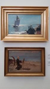 PS Krøyer, Kunstnere på Skagen Sønderstrand, 1882 - og PS Krøyer, Oscar Björk maler på Skagen Sønderstrand, august 1882. Foto fra utstillingen; Siri Wolland.