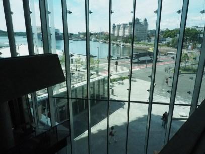 Flott utsikt fra Deichman Bjørvika, av arkitektene Lund Hagem og Atelier Oslo, 2020. Foto Siri Wolland.