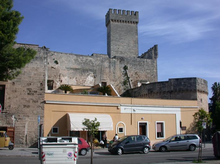 Castello degli Acquaviva: area da recuperare