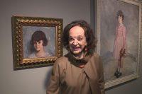 María Rosa ante el retrato que le hiciera su abuelo, Don Ignacio Zuloaga