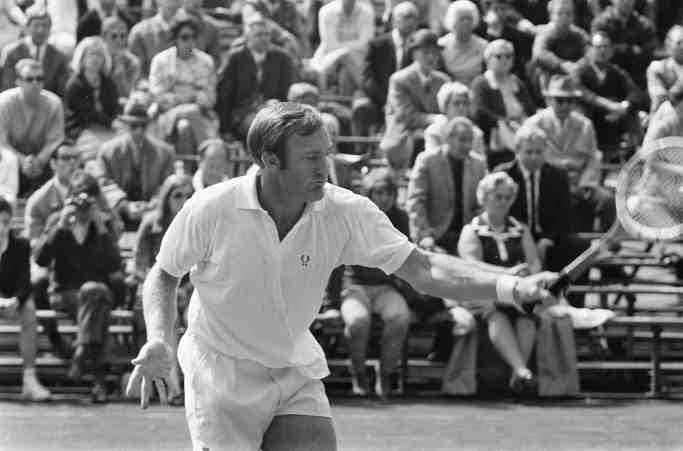 2560px-Tennis_Amsterdam_Tonny_Roche_in_aktie,_Bestanddeelnr_922-4529