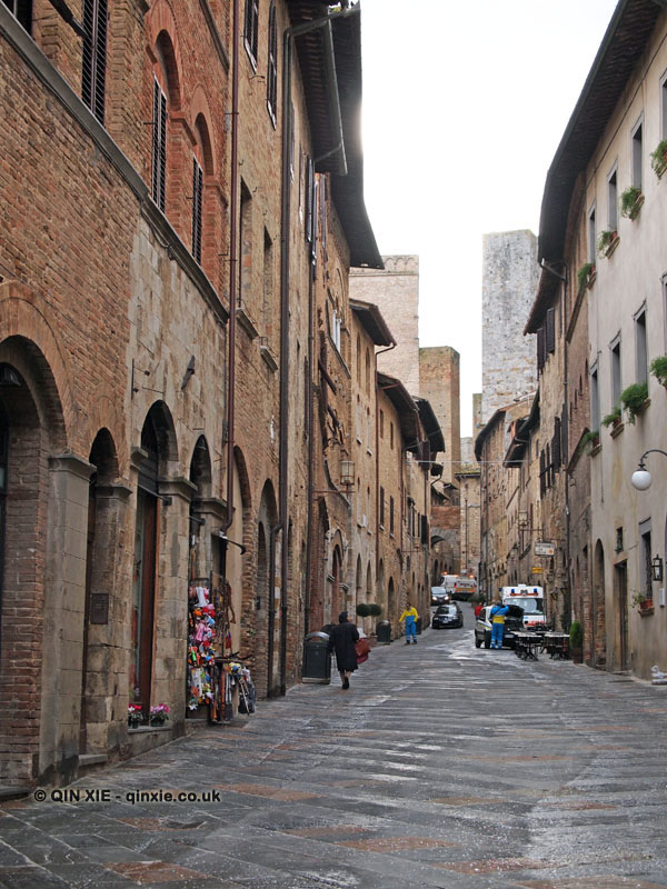 Cobbled streets, San Gimignano, Italy