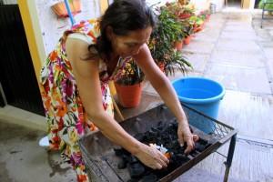Doña Beré preparing dinner