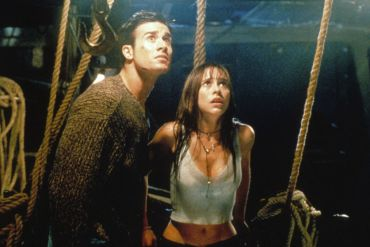 I KNOW WHAT YOU DID LAST SUMMER, from left: Freddie Prinze Jr., Jennifer Love Hewitt, 1997, © Columbia/courtesy Everett Collection