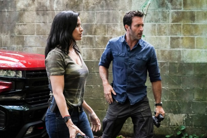 """""""E uhi ana ka wa i hala i na mea i hala"""" Five-0 Rob Morro Alex O'Loughlin as Steve McGarrett and Katrina Law as Quinn Liu. Photo: Karen Neal/CBS ©2019 CBS Broadcasting, Inc. All Rights Reserved (""""E uhi ana ka wa I hala I na mea I hala"""" is Hawaiian for """"Passing time obscures the past"""") five-0"""