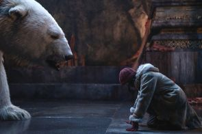 a fight to the death His Dark Materials Season 1, Episode 7 Iofur Raknison ( voiced by Joi Johannsson) and Dafne Keen. CR: HBO