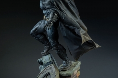 dc-comics-batman-premium-format-figure-sideshow-300542-05