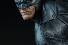 dc-comics-batman-premium-format-figure-sideshow-300542-11