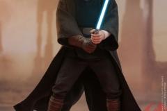 star-wars-luke-skywalker-crait-sixth-scale-figure-hot-toys-903743-02