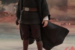 star-wars-luke-skywalker-crait-sixth-scale-figure-hot-toys-903743-04