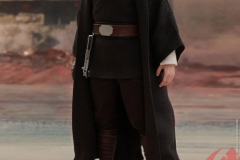 star-wars-luke-skywalker-crait-sixth-scale-figure-hot-toys-903743-07