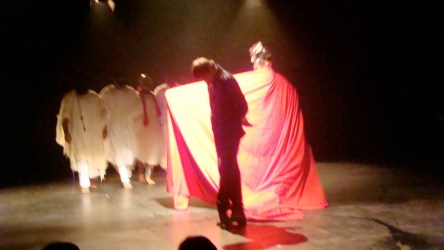 """From Iran: Ebrahim Poshtkouhi's production """"Hey Macbeth, Only the First Dog Knows Why It Is Barking"""""""