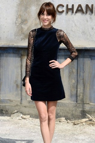 Alexa-Chung-full-length-Vogue-2Jul13-Rex_b_426x639